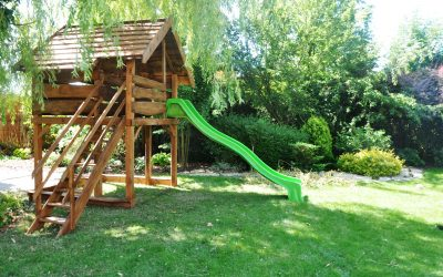 domek drewniany dla dzieci , zjeżdżalnia