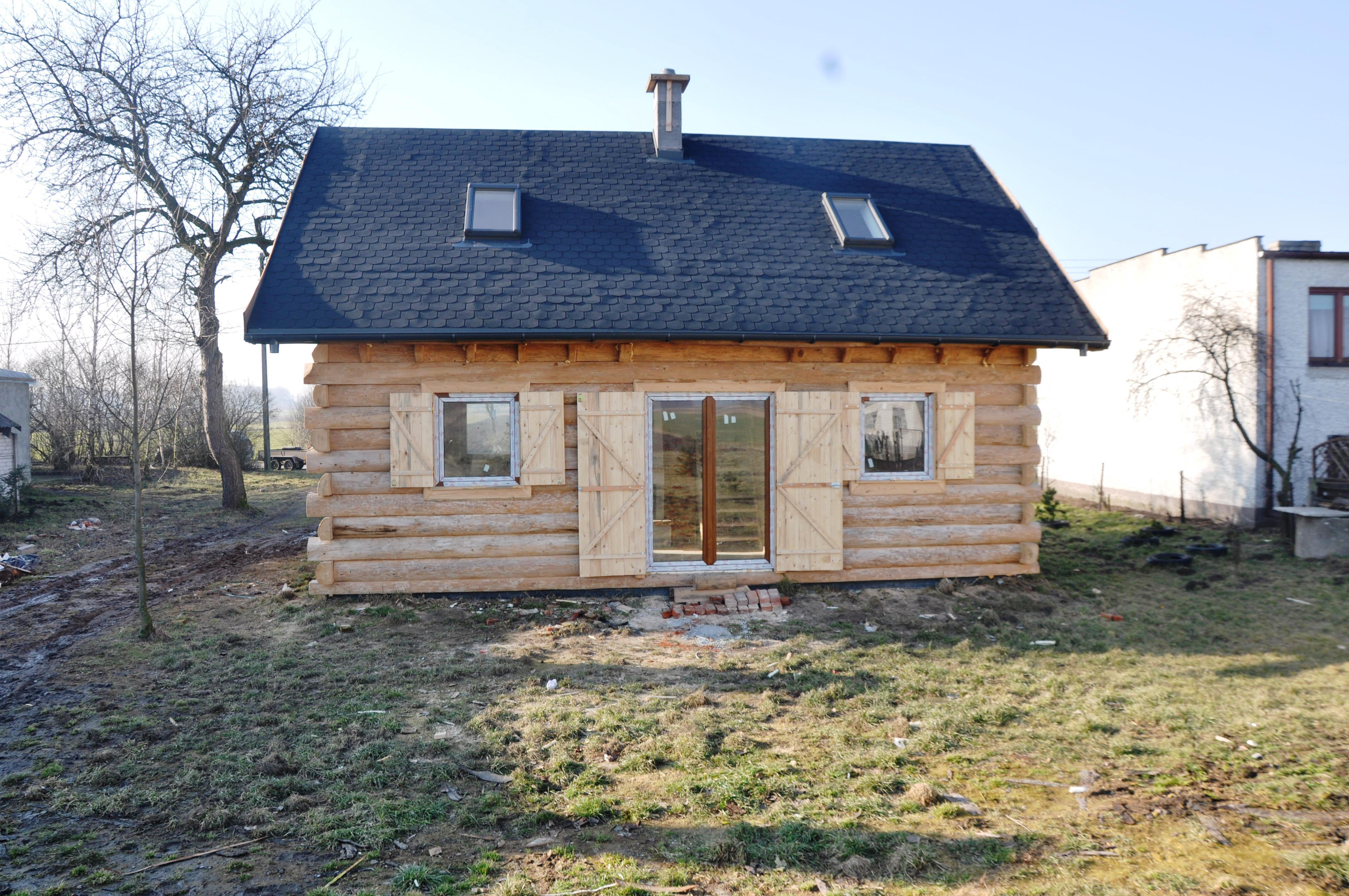 domek drewniany z bala