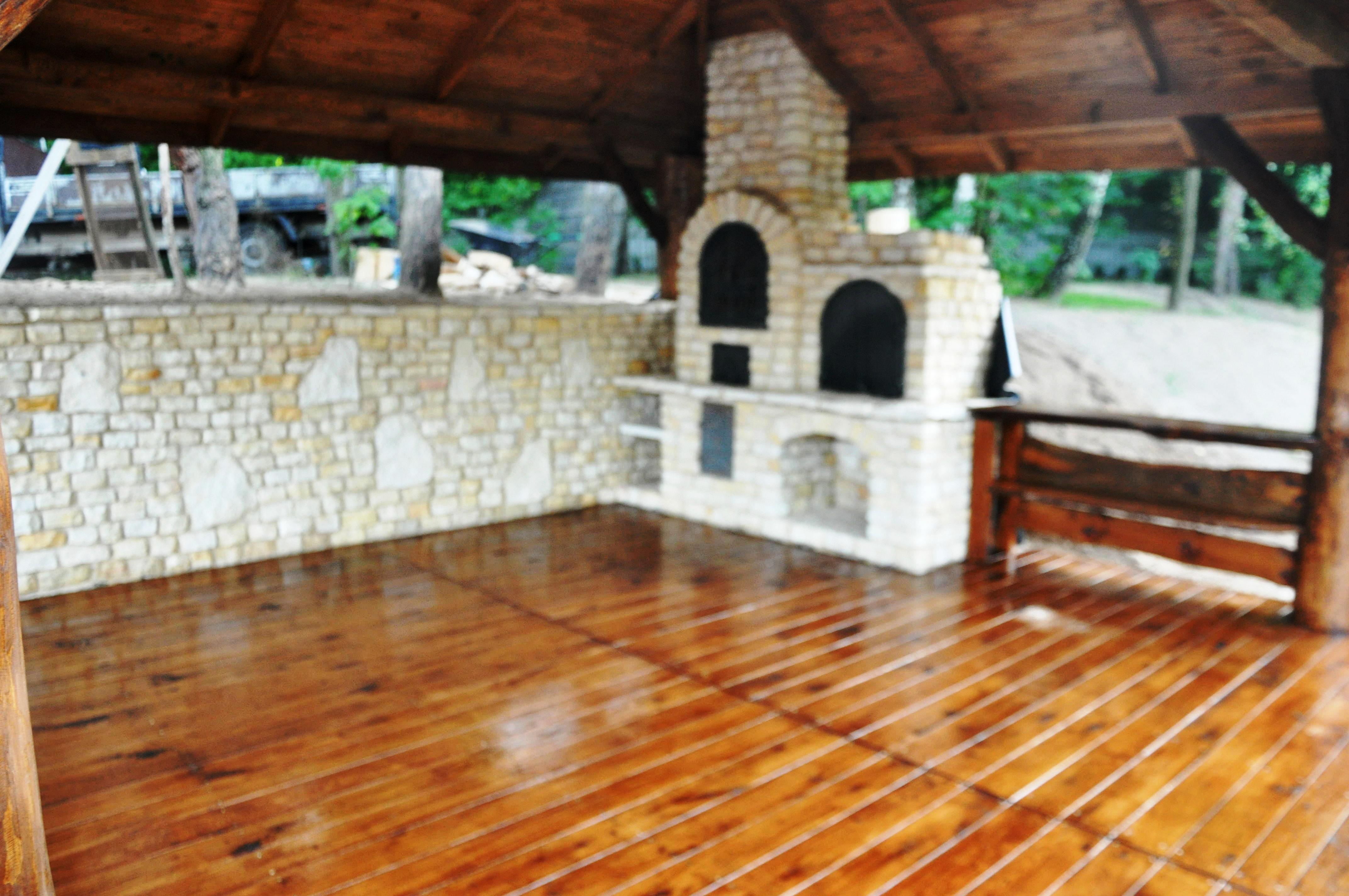altana pokrycie drewniane- grill, wedzarnia
