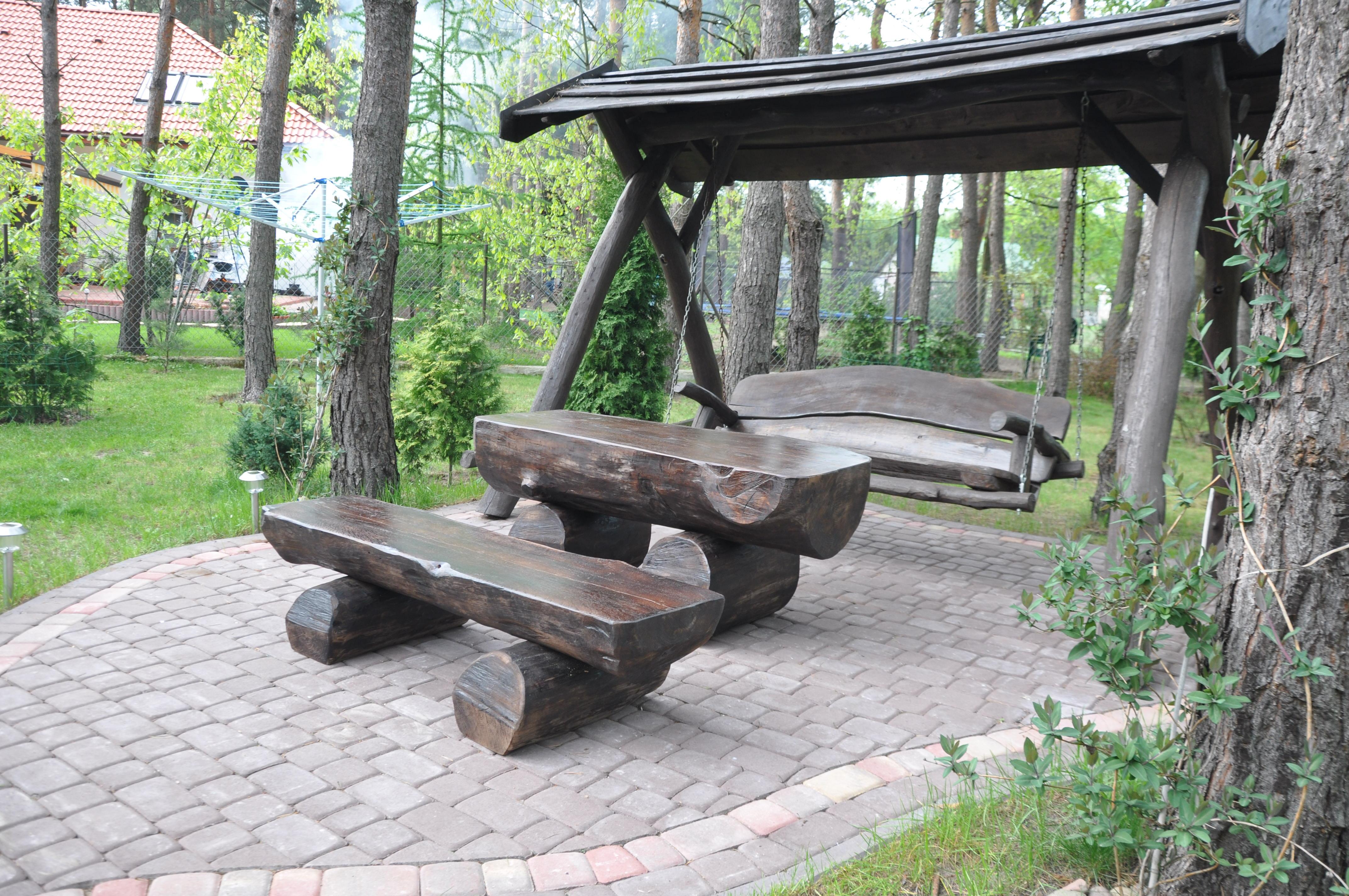 huśtawka drewniana z daszkiem